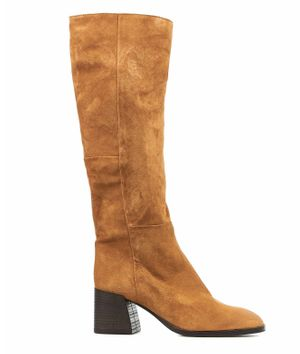 Boots in suede